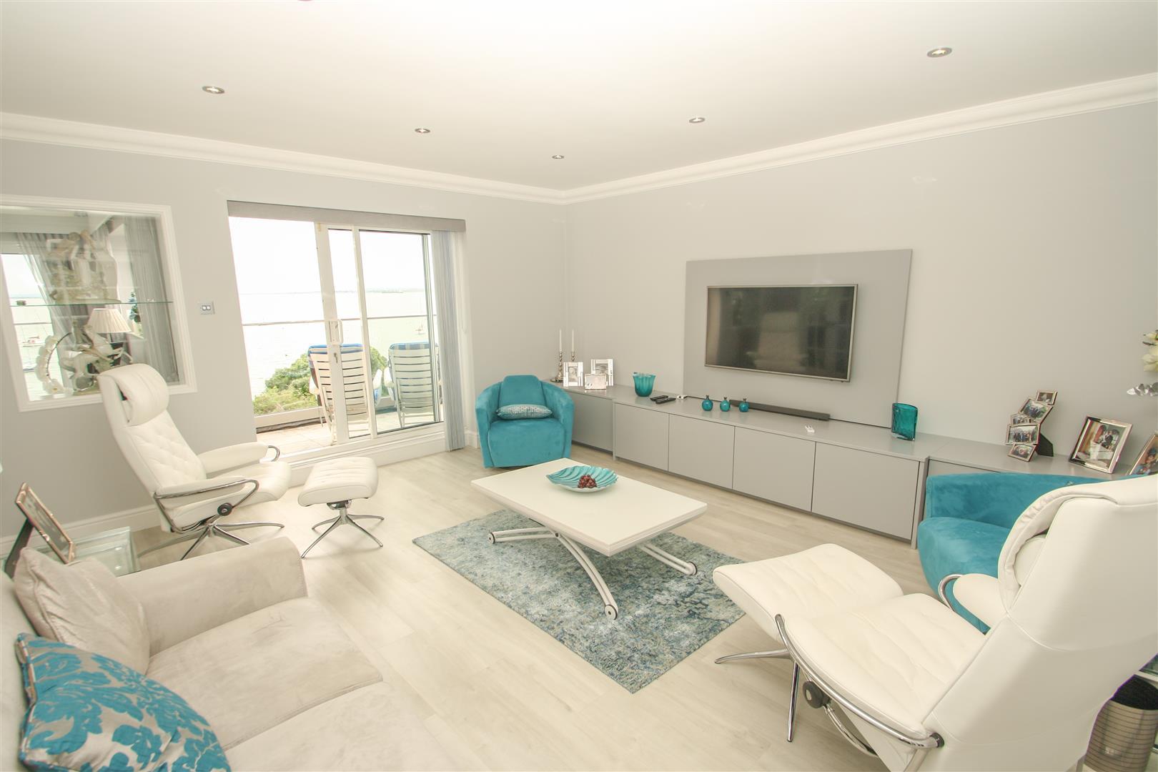 Lounge/Bedroom 2